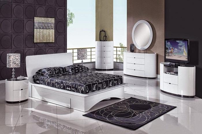 Bedroom Furniture : Tables